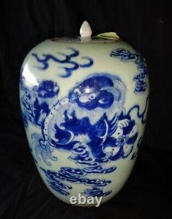 19c Chinese Grand Porcelaine Couvert Jar B&w Lion Dog & Cloud Motif (hen)#8