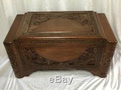 1 Vintage 20ème Siècle Oriental Guangdong Grand Camphrier Sculpté Table Chest