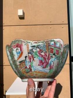 A 19ème C. Antique Chinese Canton Rose Médaillon Large Punch Bowl