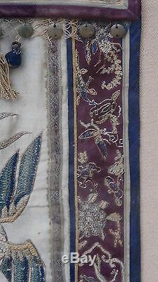 Antique Chinois Grande Broderie De Soie Avec Panneau Cher, Crane, Phoenix & Foo-lions