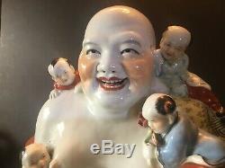 Antique Grande Famille Rose Assis Bouddha Figure Avec Laughing Cinq Enfants