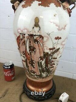 Antique Meiji Chinois / Japonais Grand Kutani Fighting Scholars Vase Lampe
