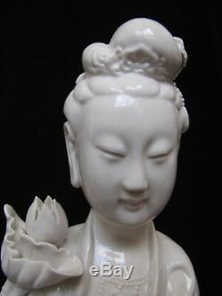 Antique Porcelaine Chinoise Guanyin Grande Statue. 19,75 Grand