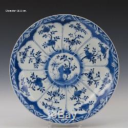 Beau Grand Bleu Chinois Et Chargeur Blanc, Fleurs, 18 Ct. Période Kangxi