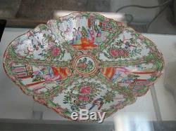 Élégamment Décoré Chinois Médaillon Rose Grand Footed Bowl Centerpiece