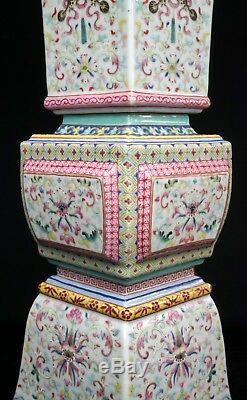 Fine Et Très Grande Paire De Vases Gu Chinois D'époque République