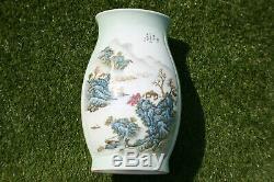 Grand 20 C. Porcelaine Peinte À La Main Chinoise Image Et Écriture Vase Marks