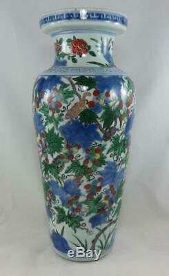 Grand Antique Chinois Du 17ème Siècle Wanli Wucai Écureuil Raisin Rouleau Vase Ming
