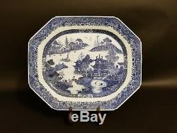 Grand Assiette Octogonale En Porcelaine Bleue Et Blanche Exportation Chinoise Du Xviiie Siècle