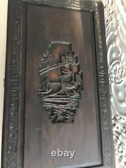 Grand Bois Antique Chinois Profondément Sculpté De Camphre De Coffre Doublé Sur Des Pieds Levés