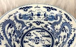 Grand Bol Chinois De Dragon Et De Perle Du 19ème / 20ème Siècle Avec Des Jantes De Support En Laiton