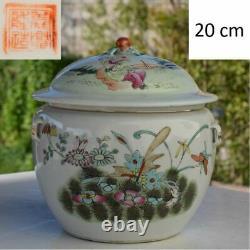 Grand Bol Lidded Antique De Famille Rose Avec Le Modèle De Papillon Fin De Dynastie De Qing