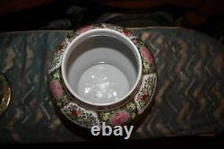 Grand Chinois Famille Rose Médaillon Foo Dog Lidded Spice Jar Vase Coloré