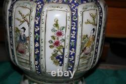 Grand Chinois Peint Potier En Porcelaine Vase Femmes Fleurs Poignées Signé Bas