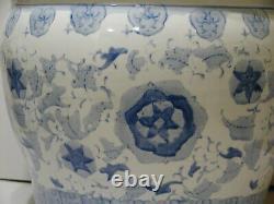 Grand Planteur De Porcelaine Bleu Chinois Et Blanc Peint À La Main 14