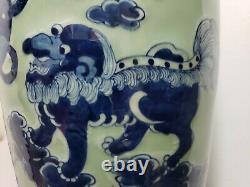 Grand Vase Bleu Et Blanc Chinois De Porcelaine