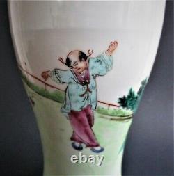 Grand Vase De Porcelaine De La Famille Chinoise Antique