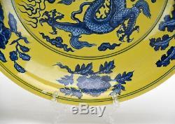 Grande Assiette En Porcelaine De Dragon Bleu Moulue Jaune De Style Chinois Ming