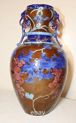 Grande Main Chinoise Antique Éameled Poterie Figural Poignée En Terre Cuite Vase Urne