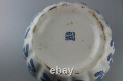 Grande Marque Chinoise De Vase De Porcelaine Bleue Et Blanche De Qianlong