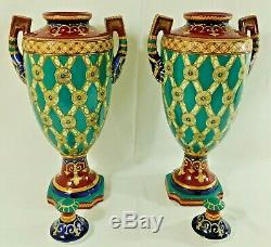 Grande Paire Antique / Vtg 18 Chinois Fleur De Lis Signe Vases En Porcelaine Urne