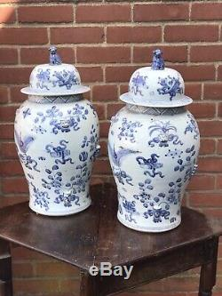 Grande Paire De Pots Chinois Avec Des Chiens De Foo