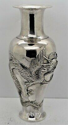 Grande Paire De Vases Dragon & Phoenix En Argent Massif Chinese Export. Signé C1900