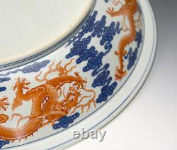 Grande Plaque Antique Chinoise Chinoise De Chargeur De Dragon De Corail De Qing Et De Porcelaine Blanche