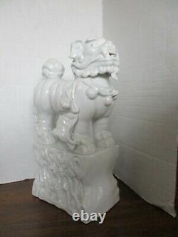Grande Porcelaine Chinoise Vitrée Blanche 12.5 Lion De Chien De Foo Avec La Statue De Figurine Depuppy