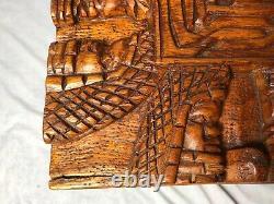 Grande Table Basse Chinoise De Poitrine Sculptée De Camphre Tribale De Grand Cru 1970