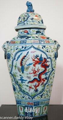 Grande Urne Chinoise Avec La Conception De Dragon