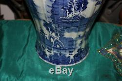 Grandes Temples Chinois À Couvercles Bleus Et Blancs Urne Vase-arbres Maisons Eau Rivière