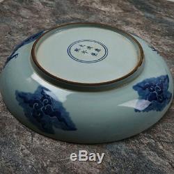 Kangxi, Grande Peinture Sur Plaque De Porcelaine Bleue Et Blanche Représentant Un Dragon Volant