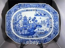 Un Fantastique Grand Plateau D'exportation De Porcelaine Chinoise Du Xviiie Siècle Période Qianlong