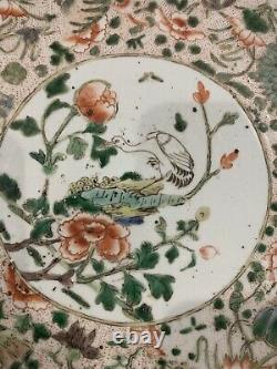 Un Grand Chargeur Chinois De Porcelaine De Rose De Famille