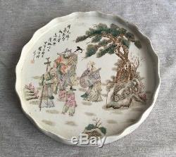 Un Grand Chargeur De Porcelaine Chinoise