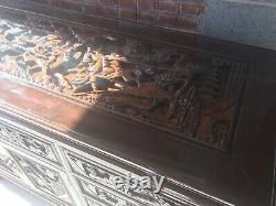 Un Grand Et Impressionnant Buffet En Acajou Sculpté Chinois