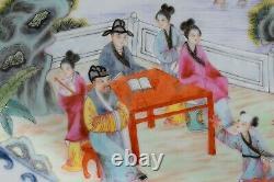 Un Grand Plateau Chinois Très Fin De Porcelaine Avec Des Scènes De Figure 20ème Siècle