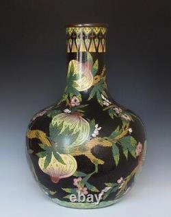 Un Grand Vase Chinois De Pêche Cloisonne