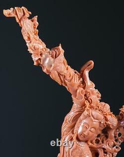 Un Magnifique Grand Coral Chinois Guanyin Avec Phoenix, Pine Tree Et Nuage