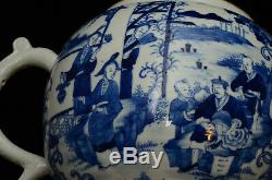 Un Très Grand Bleu En Porcelaine Chinoise Et Pot De Thé Blanc