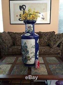 Un Très Grand Et Massif Vase En Porcelaine Bleue Poudrée De Chine