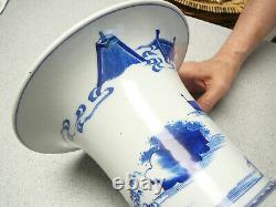 Vase De Queue De Phénix Bleu Et Blanc Finement Peint En Porcelaine Chinoise 19e C