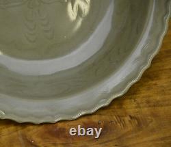 Vieille Plaque Chinoise Chinoise De Chargeur De Porcelaine De Dragon De Longquan Celadon
