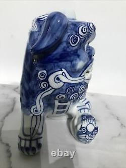Vintage Chinois Grande Paire Bleu Et Blanc Porcelaine Foo Dog Statues 8.5 Tall