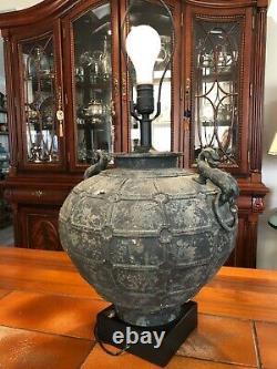 Vintage Grande Lampe De Table En Métal De Patina Archéiste Chinois Avec Poignées, 20 T